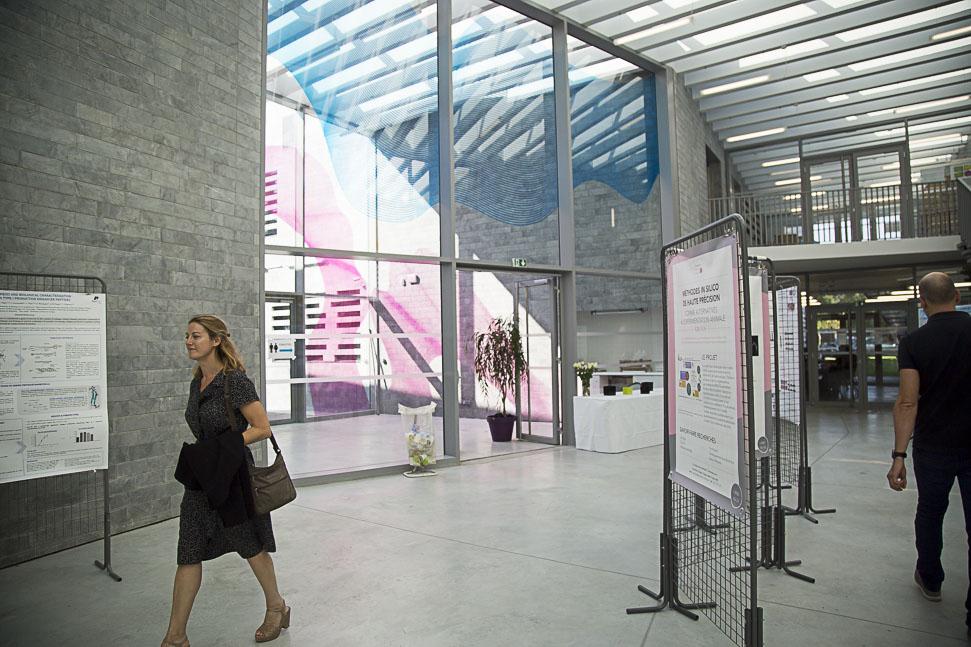 Le hall de la Maison internationale de la recherche de l'Université de Cergy-Pontoise