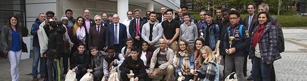 Photo de groupe des collégiens et lycéens lauréats du défi TEKNIK 2017 de Cergy-Pontoise