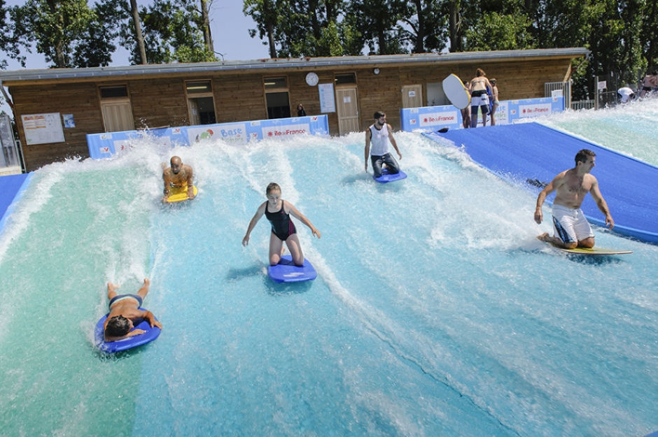 la vague à surf de l'ile de loisirs de Cergy-Pontoise