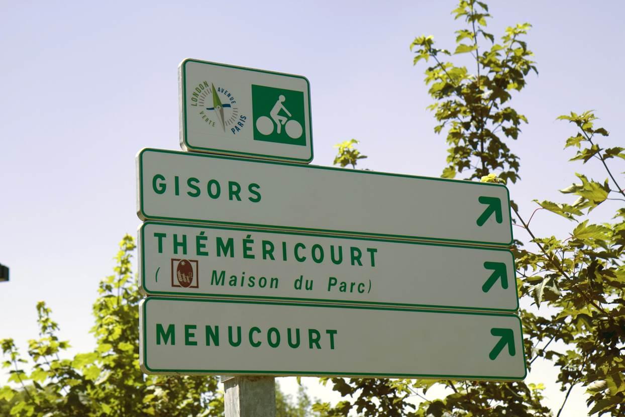 Les panneaux de jalonnement de l'Avenue Verte Paris Londres