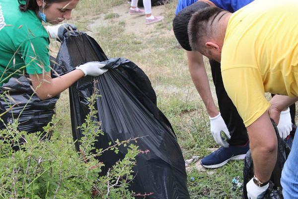 Des bénévoles du World Clean Up Day