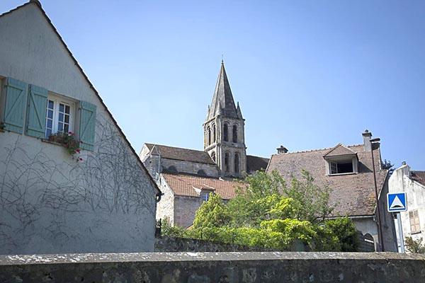 Vue sur l'église au départ de la balade