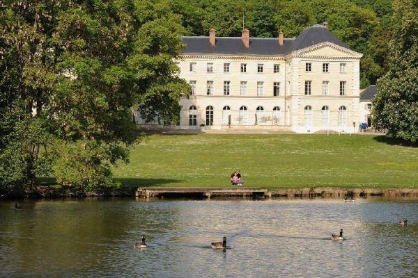 Le château de Grouchy abrite la mairie d'Osny