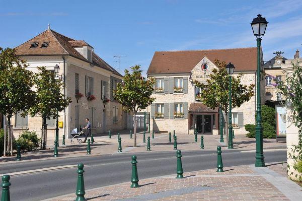 La mairie de Neuville au cœur du village © CACP