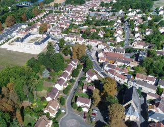 https://13commeune.fr/wp-content/uploads/2019/09/Neuville-vue-du-ciel-321x250.jpg