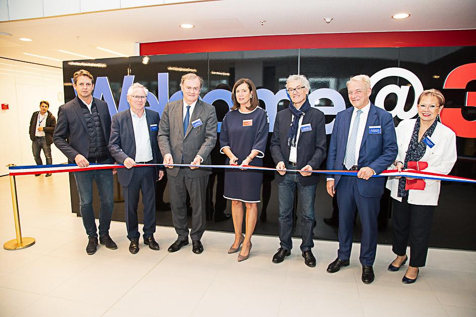 Le coupé de ruban de l'inauguration du nouveau siège de 3M à Cergy-Pontoise
