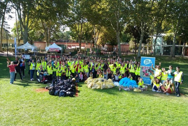 Le World Clean Up Day a rassemblé plus de 2000 participants. Ici,les marcheurs-ramasseurs de Saint-Ouen-l'Aumône !