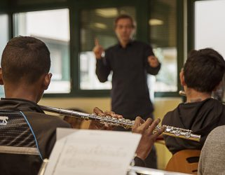 https://13commeune.fr/app/uploads/2019/11/Classes-orchestres-1-321x250.jpg