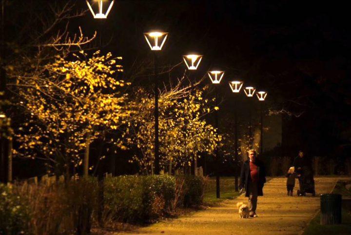 voie piétonne éclaire nuit