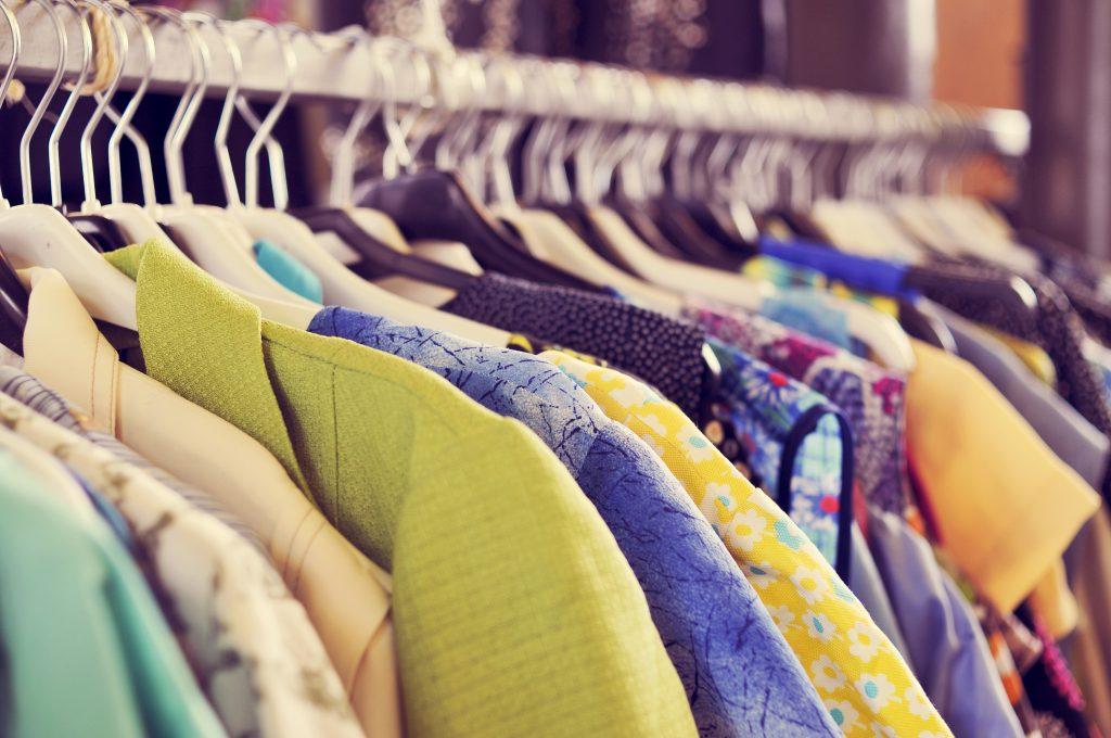 Vêtements sur cintre-Penderie