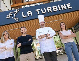https://13commeune.fr/app/uploads/2020/05/L'équipe-de-Devenez-Chef-devant-la-Turbine-à-Port-Cergy.-De-fgauche-à-droite-Élise-Jean-Marie-Guillaume-Richard-Joël-Boilleaut-et-Charlotte-Noble-321x250.jpg