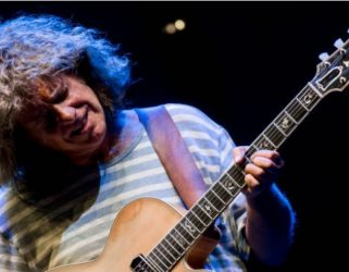 https://13commeune.fr/app/uploads/2020/10/19-03_et_26-03-_bright_size_life_tribute_to_pat_metheny_-_gettyimages-321x250.jpg
