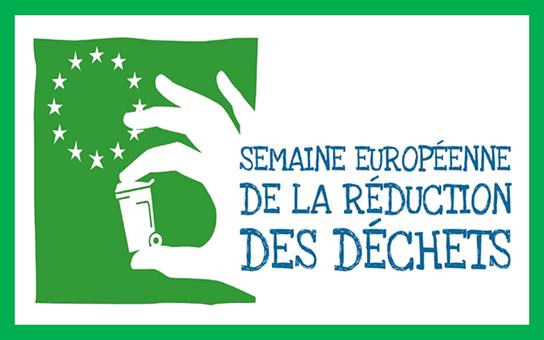 Logo Semaine européenne des déchet verts sur fond blanc petite poubelle tenue pa une main avec les étoiles européennes derrière