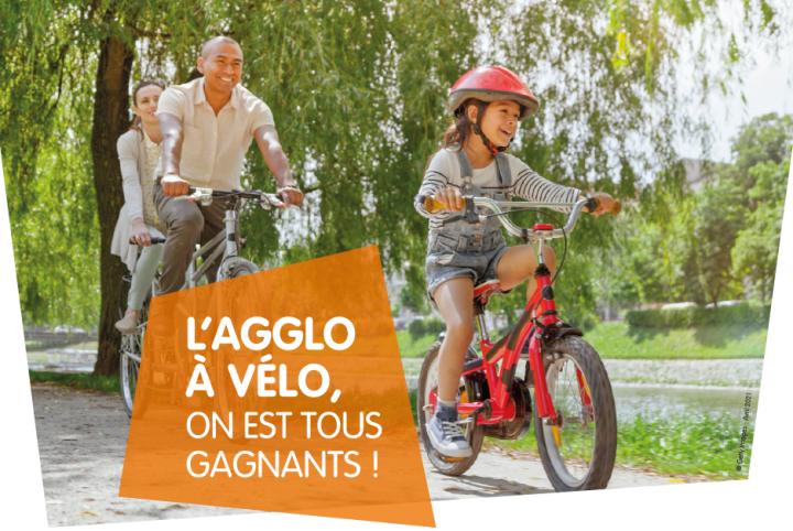 Affiche de la campagne : famille à vélo sur un chemin de halage