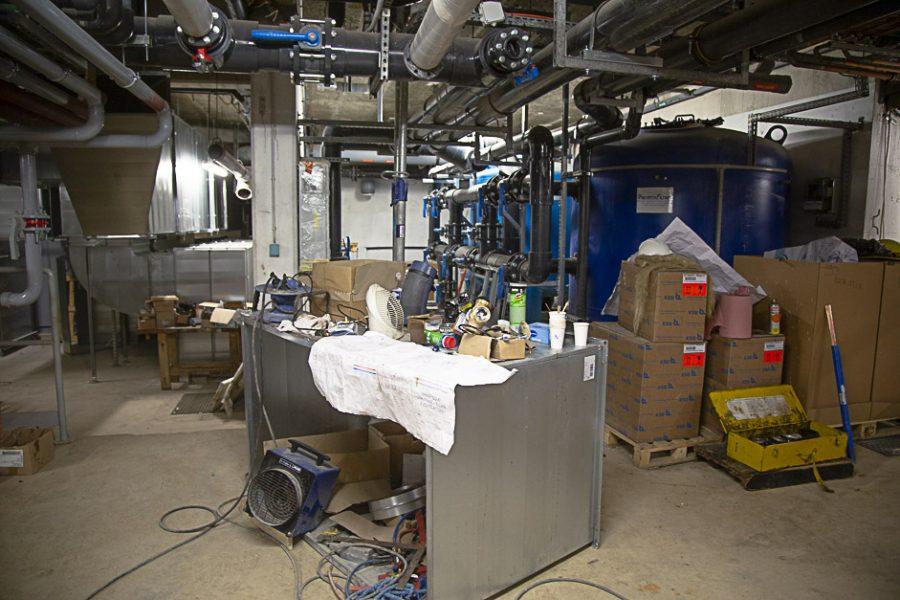 Cuves de filtration des eaux des bassins avec masse filtrante à billes de verre.