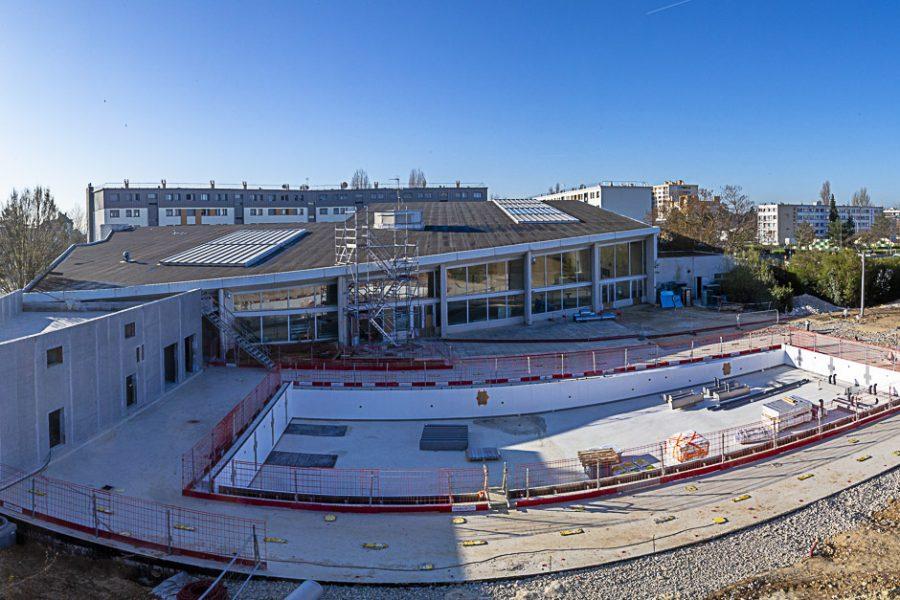 Vue panoramique piscine des Louvrais en travaux : mars 2021