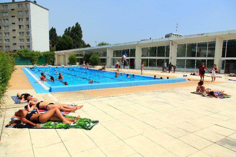 Ancien bassin extérieur de la piscine des Louvrais avant travaux 2020-2021