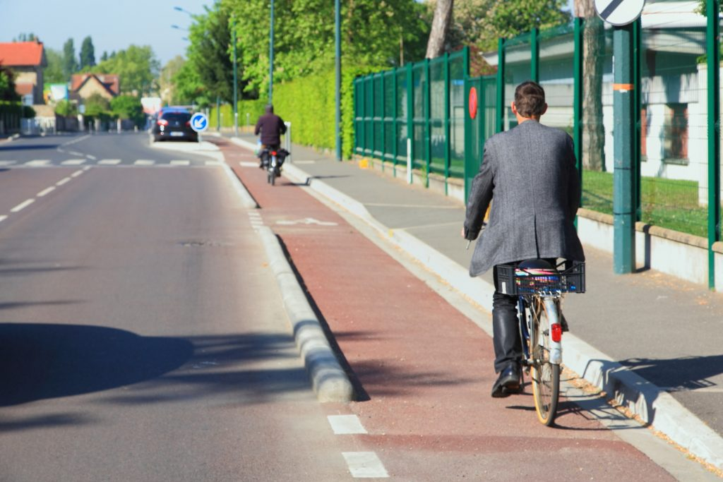 piste cyclable séparée des autres voies de circulation, comme ici rue d'Epluches à Saint-Ouen l'Aumône