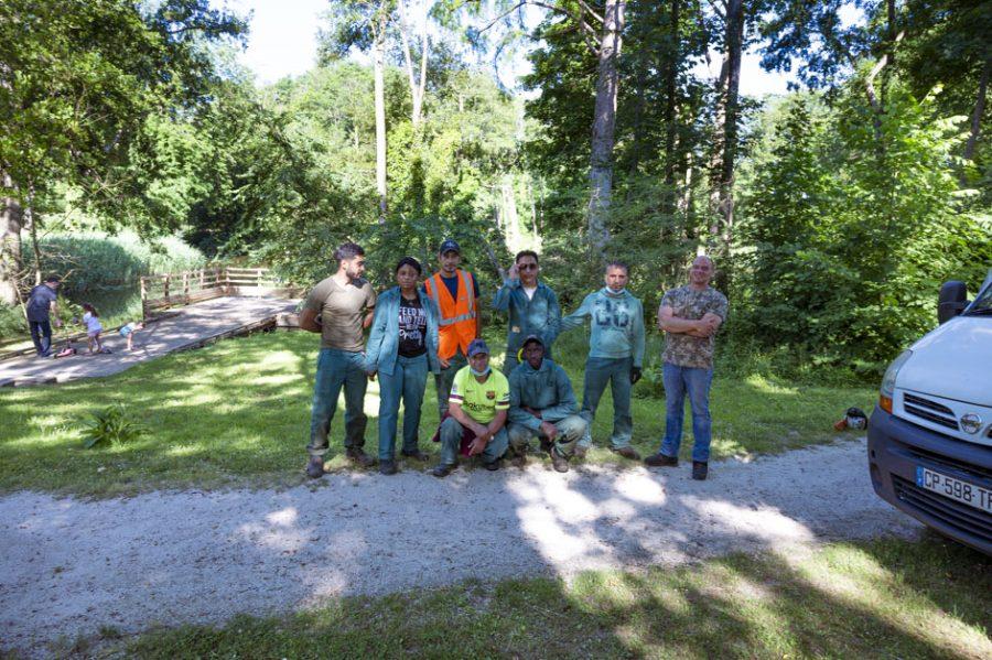 L'association d'insertion HALAGE entretient le parc de Menucourt 16
