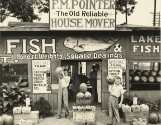 https://13commeune.fr/app/uploads/2021/08/Evans-Walker-Roadside-Stand-Near-Birmingham-Roadside-Store-Between-Tuscaloosa-and-Greensboro-Alabama-1936-Getty-321x250.jpg