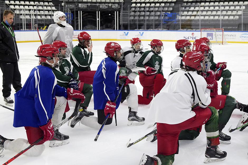 Les U17 à l'entraînement à l'Aren'Ice