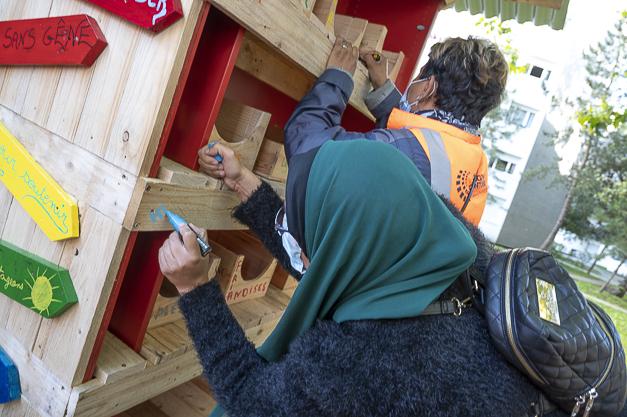 Préparation de la boite à dons alimantaire du quartier des Dix Arpents à Eragny